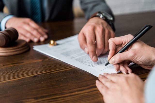dlaczego warto skorzystać z pomocy adwokata przy rozwodzie